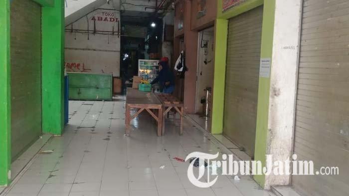 Kondisi kios di Pasar Srimangunan Sampang, Jalan KH Wahid Hasyim Kecamatan/Kabupaten Sampang, Madura, Minggu (30/5/2021).