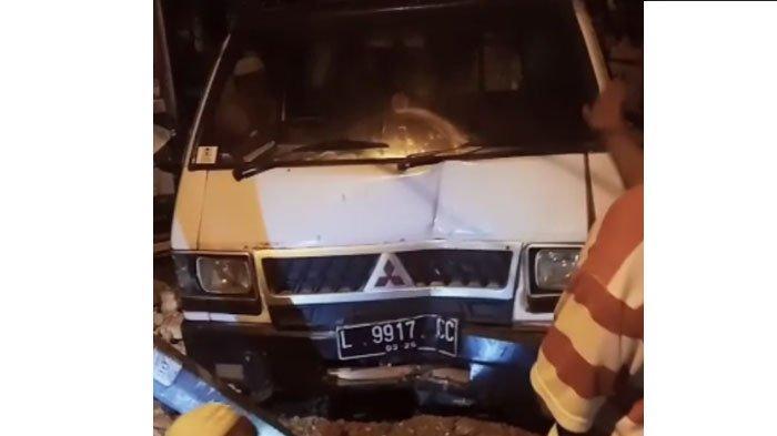 Mobil Pickup Hantam Toko dan Tiang Listrik di Sampang, Ulah Pemotor Belok Tidak Hidupkan Lampu Sein