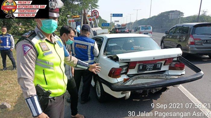 Diduga Abai Jarak Aman, 3 Mobil Terlibat Tabrakan Beruntun di Tol Waru
