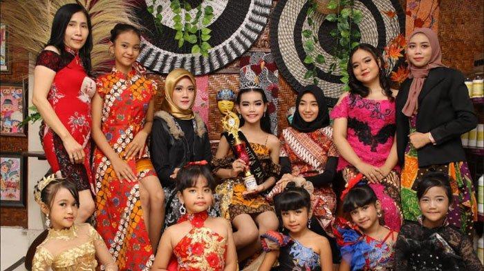 Dennis Promotion Management Ajak 25 Anak & Remaja Jatim Ikuti Kontes Photoshoot Hari Batik Nasional
