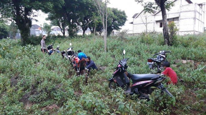 Aksi Konvoi Knalpot Brong di Ring Road Tuban Dibubarkan Polisi, hingga Pengendara Trabas Sawah