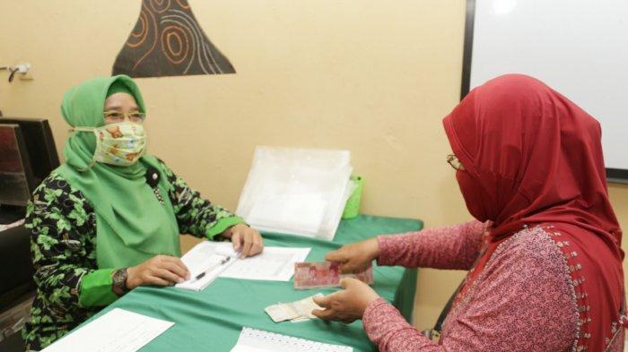 Koperasi Sekolah di Surabaya Kembalikan Uang Seragam Siswa MBR
