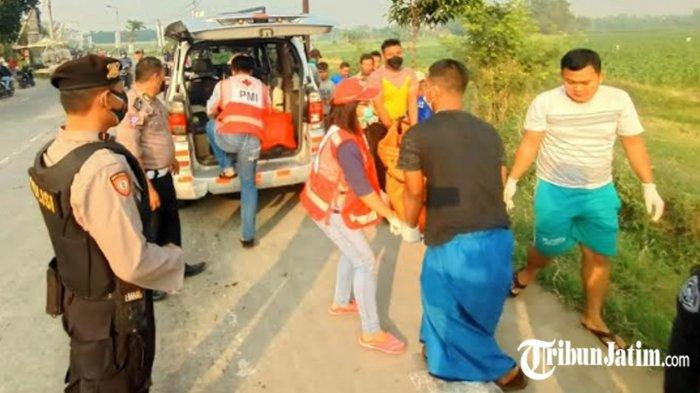 Kecelakaan Maut Naik Ninja Boncengan 3, Motor Masuk Parit di Jalan Raya Mojosari, Satu Orang Tewas