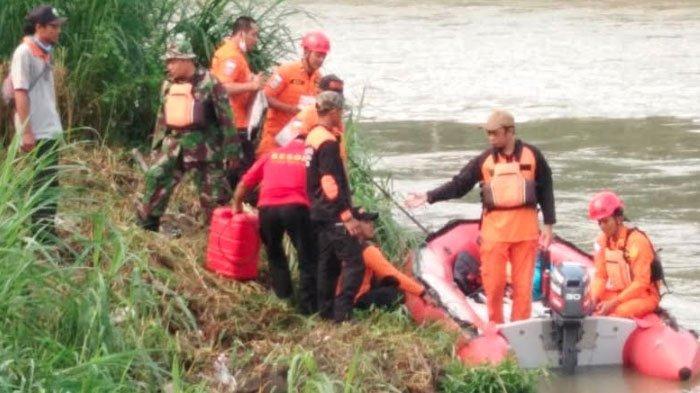 Pria Blitar Hanyut di Sungai Brantas Saat Memancing Ikan, Polisi: Tubuh Korban Belum Ditemukan
