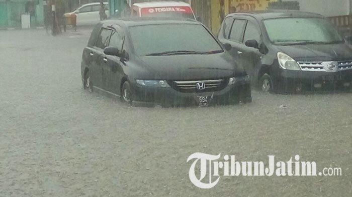 5 Cara Mengendarai Mobil Matic saat Melewati Banjir, Gunakan Gir Paling Rendah hingga Keringkan Rem