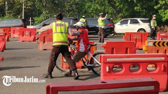 Hari Kedua PPKM Darurat di Kota Surabaya, Banyak Pengendara Sepeda Angin Kecele Lewat Bundaran Waru