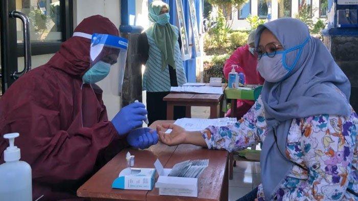 Pastikan Kondisi Kesehatan PPK dan PPS, KPU Kabupaten Malang Gelar Rapid Test Covid-19, Hasilnya?
