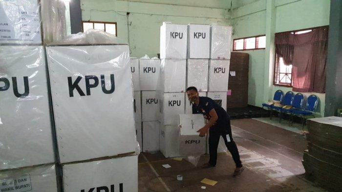 KPU Ngawi Mulai Distribusikan Logistik ke Desa