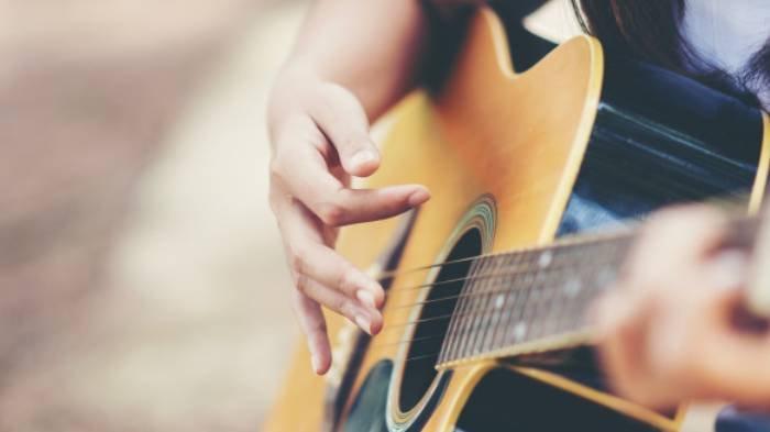 Lirik Lagu Romantis 'Semenjak Ada Dirimu' Andity yang Viral di TikTok, 'DuniaTerasaIndahnya'