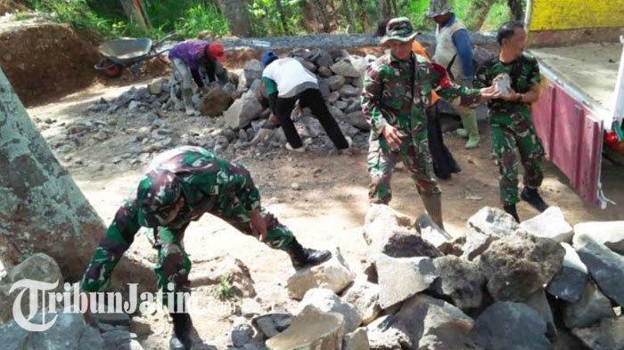 Antisipasi Bahaya Tanah Longsor, Bronjong Talud Karya Bhakti TNI Magetan Dipusatkan di Poncol