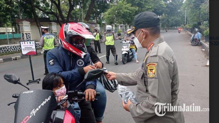 Liburan Panjang, Satgas Covid-19 Kota Kediri Razia Prokes dan Bagi Masker