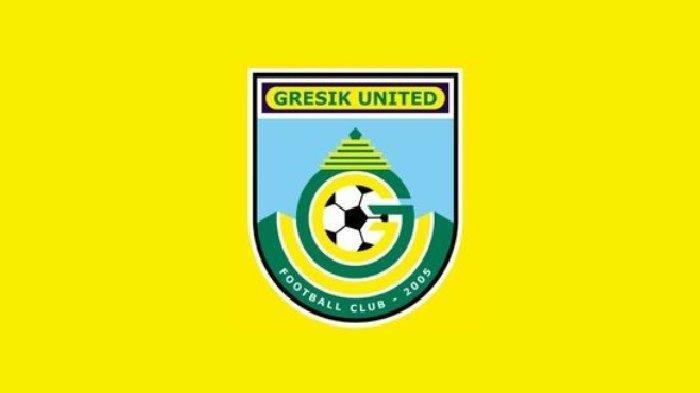 Subangkit Gembleng Fisik Pemain Gresik United di Pantai Dalegan