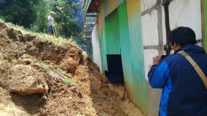 BPBD Pamekasan Akan Lakukan Penghijauan di Area Bibir Tebing yang Longsor di Rumah Nenek Ramtani
