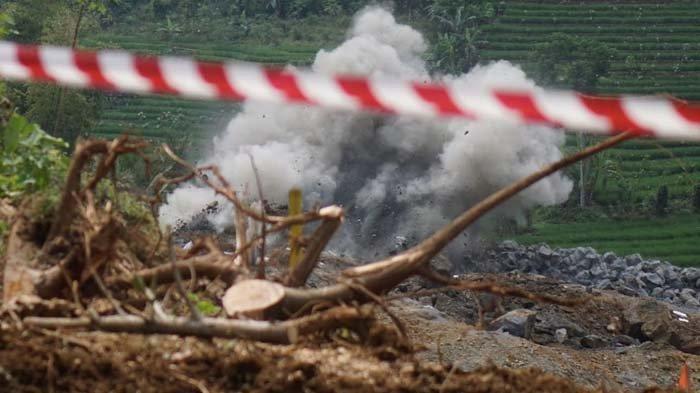 Buntut Kerusakan Rumah Warga, Proses Blasting Bendungan Bagong Trenggalek Dihentikan Sementara