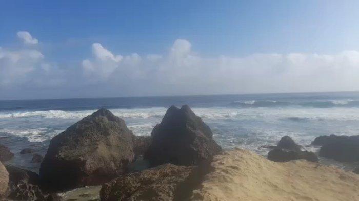 Ditemukan Jenazah Terjepit di Karang Pantai Ngalur Tulungagung, Diduga Nelayan Asal Trenggalek
