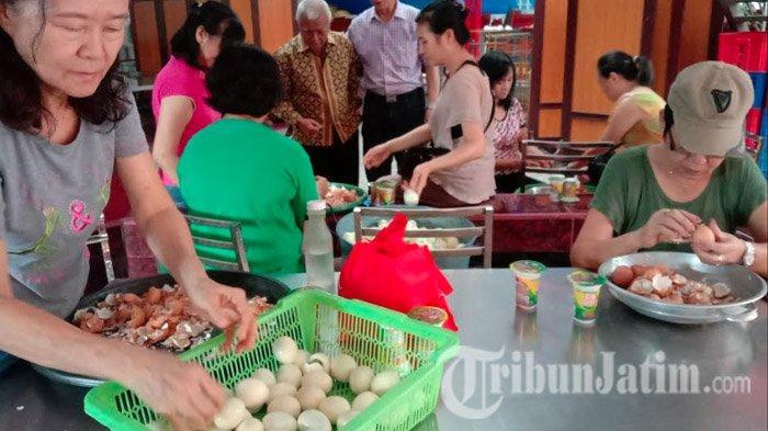 Klenteng Eng An Kiong di Kota Malang Sajikan 2000 Lebih Lontong Cap Go Meh
