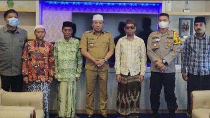 Penantang Mahfud MD di Sampang Menyerahkan Diri ke Pendopo Trunojoyo Sampang
