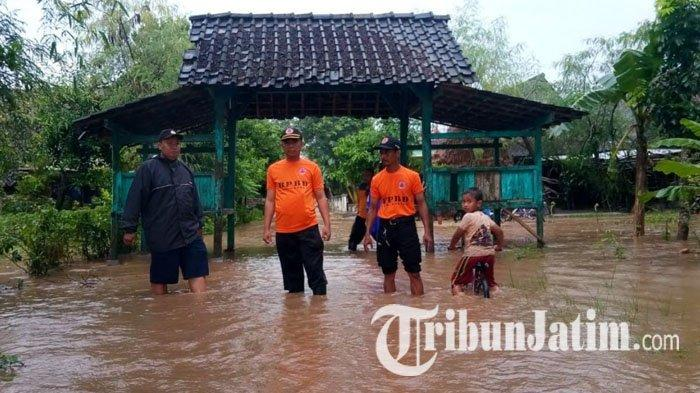 Hujan Deras di Pegunungan Wilis, Sungai Cambor Meluap ke Jalan Raya di Madiun Sampai 200 Meter