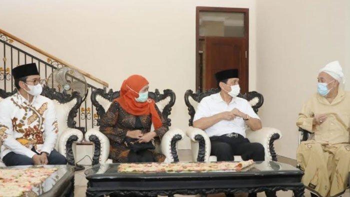 Menko Marves Luhut dan Gubernur Khofifah Silaturahmi ke Kediaman Kiai Zubair Bangkalan