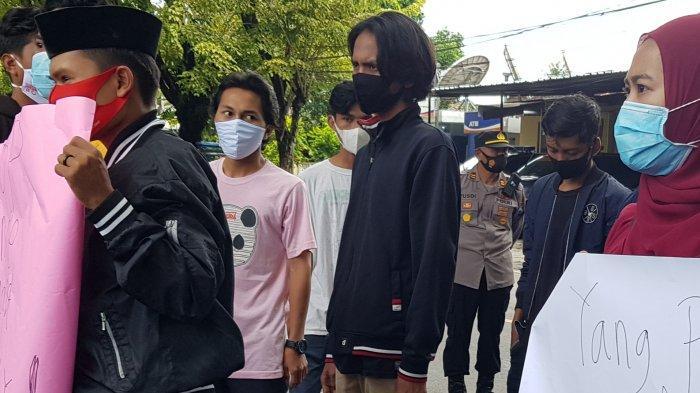 Mahasiswa Demo Mapolres Sumenep, Serukan Solidaritas Tewasnya Aktivis Angel di Myanmar