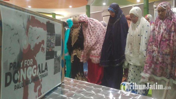 Mahasiswa dan Dosen Unusa Gelar Salat Ghaib untuk Korban Gempa di Sulawesi Tengah