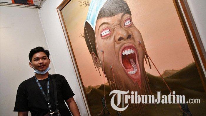 Seniman Muda di Surabaya Mohammad Yunus Menuangkan Keresahan Lewat Lukisan Potret Diri