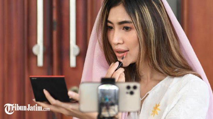 Natural Soft Pink, Make Up Silaturahmi Virtual Andalan Nunky Putri, 'Pertajam di Bagian Alis'