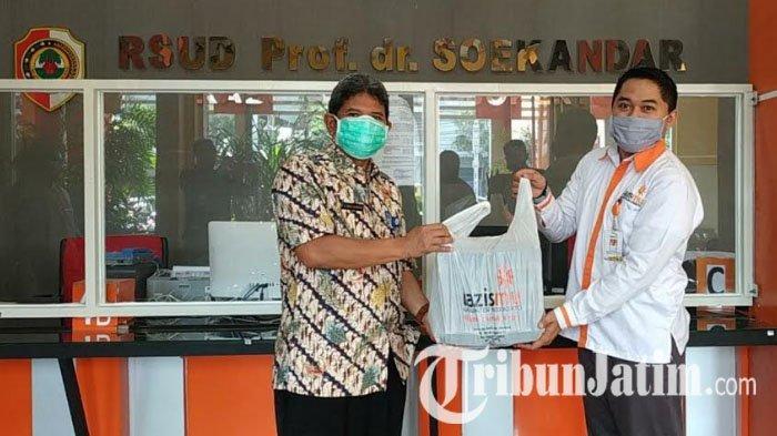MCCC dan Lazismu Salurkan Bantuan 20 Baju Hazmat dan 100 Nutrisi untuk Tenaga Kesehatan di Mojokerto