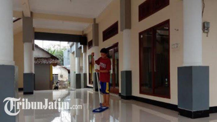 Pura-pura Salat, Seorang Pria di Malang Justru Bobol Kotak Amal Masjid, Aksi Terekam CCTV