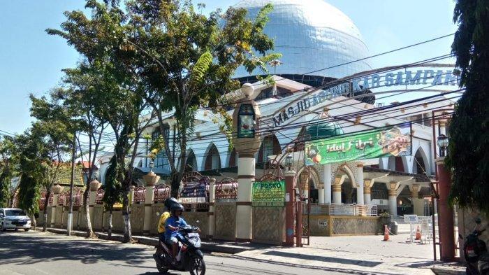 Masjid Agung Sampang Tetap Jalani Salat Idul Fitri 1442 Hijriah di Tengah Pandemi Covid-19