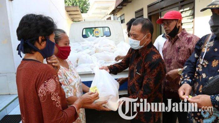 Hari Koperasi ke-73 di Kabupaten Kediri, 1.000 Paket Sembako Dibagikan pada Warga Terdampak Covid-19