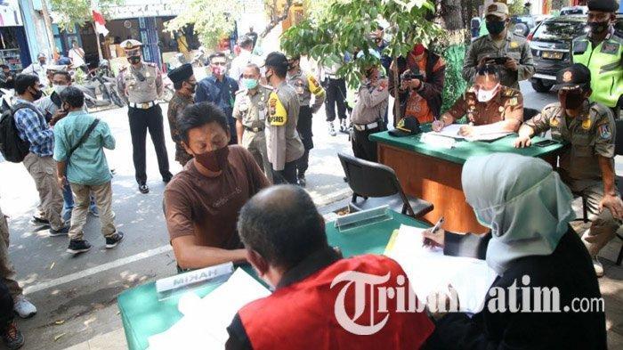 Puluhan Warga Tuban yang Ketahuan Tak Pakai Masker Disidang di Tempat, Didenda Rp 100 Ribu