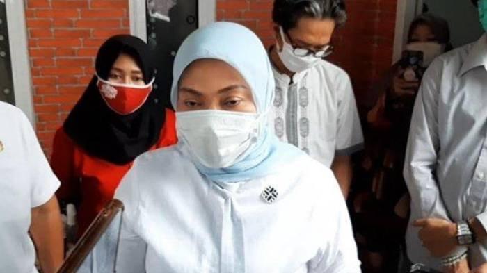 Menaker, Ida Fauziyah saat melakukan kunjungan kerja ke Desa Bojong, Tarikolot, Kecamatan Citeureup, Kabupaten Bogor.