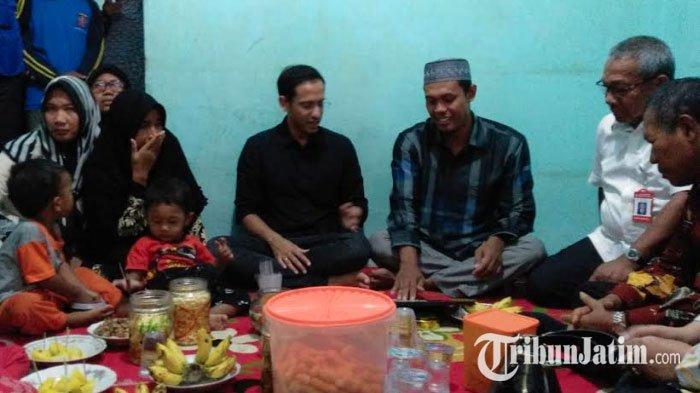 Nadiem MakarimNangis Dengar Cerita Keluarga Siswa Korban SDN Gentong, 'Saya Akan Evaluasi Ini'