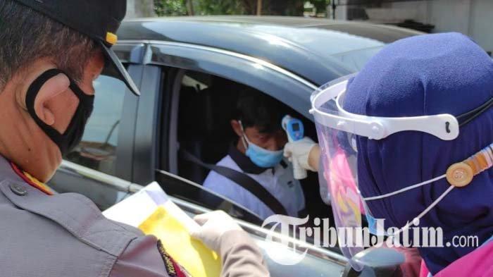 Petugas di Blitar Periksa 40 Kendaraan Berpelat Nomor Luar Rayon, Satu Mobil Disuruh Putar Balik
