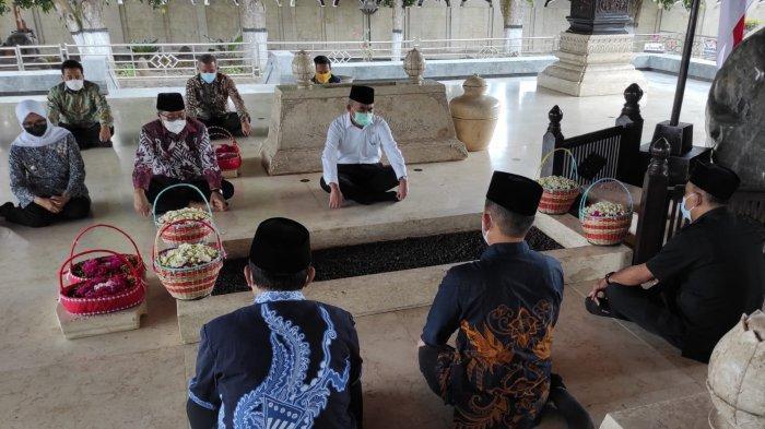 Wali Kota Blitar Santoso Dampingi Menko PMK Muhadjir Ziarah di Makam Bung Karno