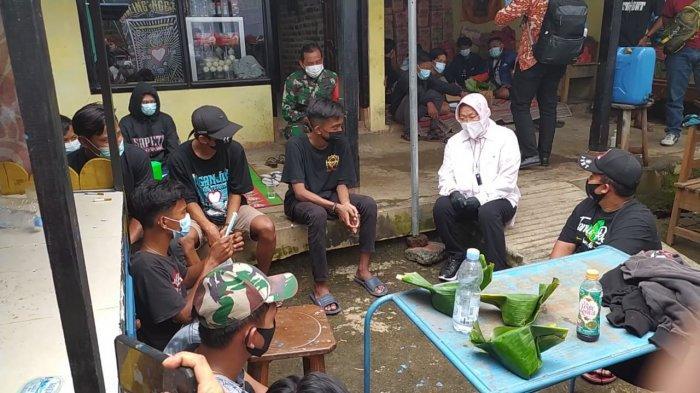 Satgas Covid-19 Nganjuk Kirim Satu Pengungsi Longsor Ke RSD Mpu Sindok