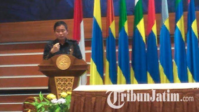 Hadir di Unair Surabaya, Ignasius Jonan: Revolusi Industri Bukan Lagi 'Will Come', Tapi 'Has Come'