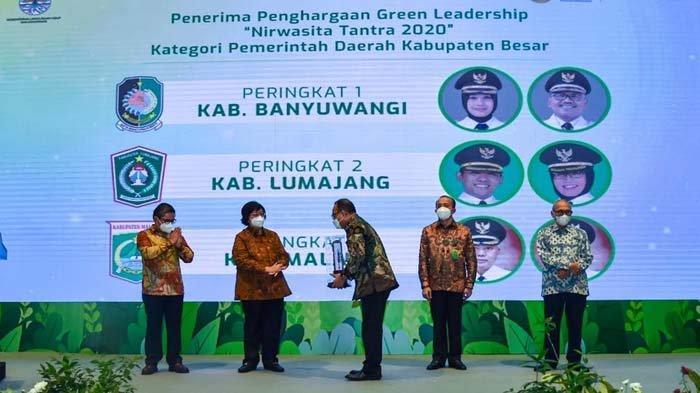 Kembangkan Ekowisata, Banyuwangi Raih Penghargaan Nirwasita Tantra 2020 dari Menteri Siti Nurbaya