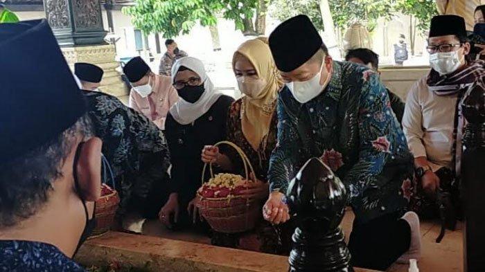 Ziarah di Makam Bung Karno Blitar, Menteri Suharso Minta Generasi Muda Belajar dari Sang Proklamator