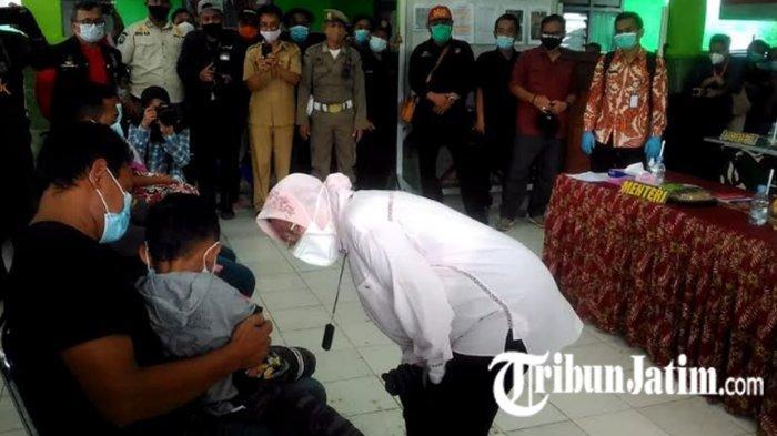 Mensos Tri Rismaharini Tinjau Longsor di Kabupaten Nganjuk, Ajak Nyanyi Anak-anak yang Terdampak