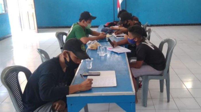 Ringankan Beban Siswa Belajar Online, Militansi Bonek Ruwet Beri Wifi Gratis di LPMK Kendangsari