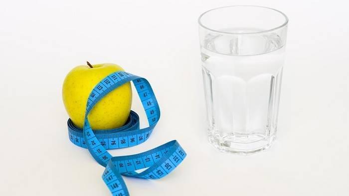 Mau Diet tapi Malas Berolahraga? Ini 4 Cara Menurunkan Berat Badan yang Bisa Dicoba, Minum Air Putih