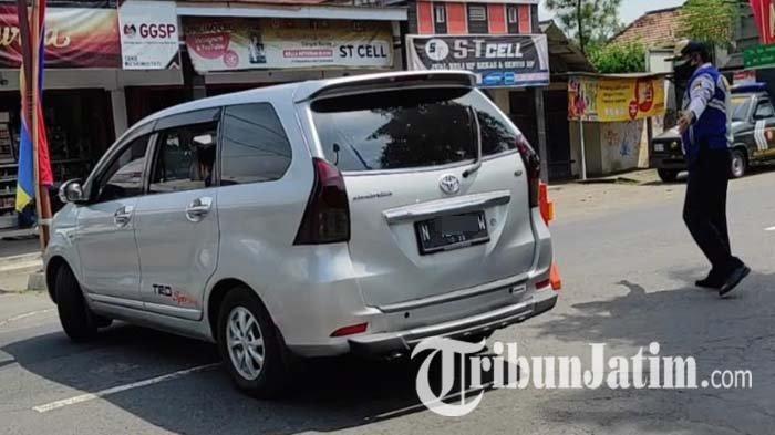 Diduga Angkut Pemudik, Mobil Pelat N Diminta Putar Balik Saat Masuk Pos Penyekatan Udanawu Blitar
