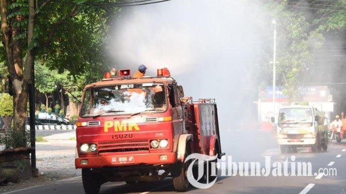 Mobil PMK Semprot Disinfektan di Jalan-jalan Protokol Kota Kediri, Cegah Penyebaran Covid-19