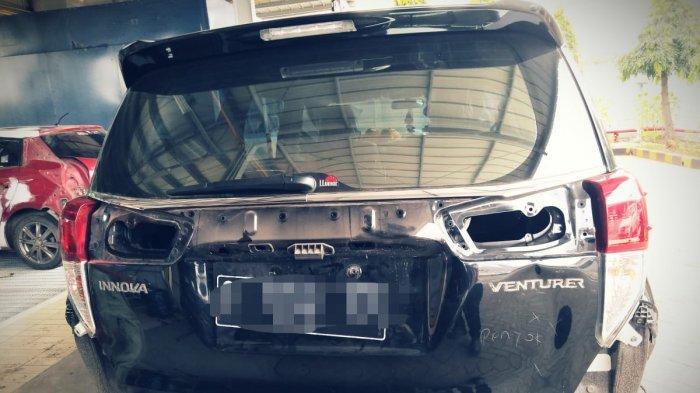 Mobil warga kampung miliarder yang rusak akibat pengemudi belum mahir di Tuban