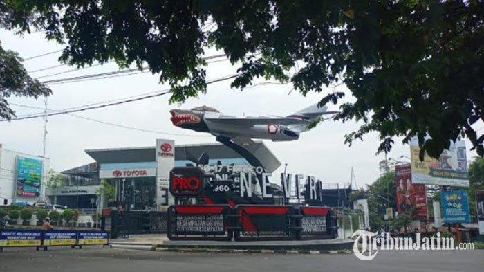 Kecolongan, Reklame di Monumen Pesawat Suhat Kota Malang Ternyata Tak Berizin