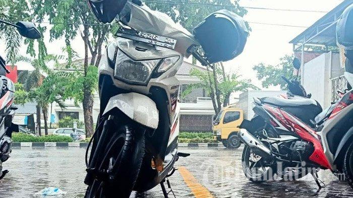 TRIBUNWIKI - 8 Tips Berkendara Aman dan Nyaman Saat Terjadi Hujan