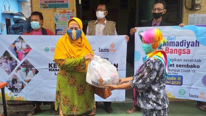 Berempati kepada Warga Terdampak Covid-19, Muhammadiyah Jatim Salurkan 50 Ribu Paket Sembako