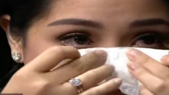 Nagita Slavina menggelar tasyakuran 4 bulan kehamilan. Tak kuasa tahan tangis.